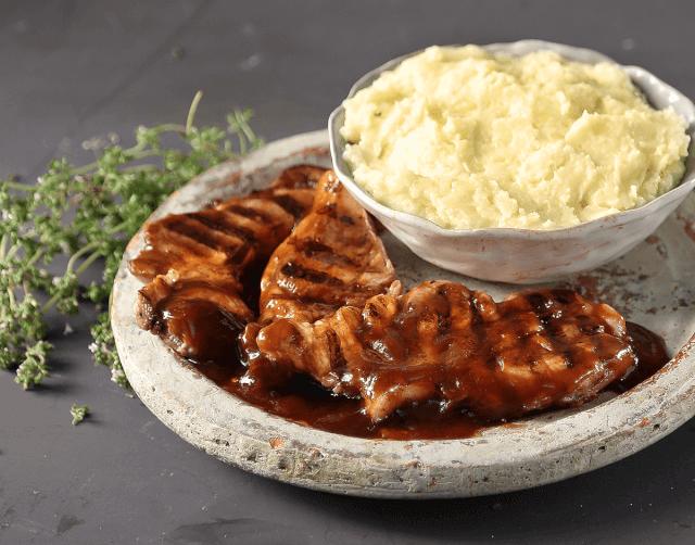 Μπριζολάκια σχάρας με BBQ sauce και πουρέ πατάτας