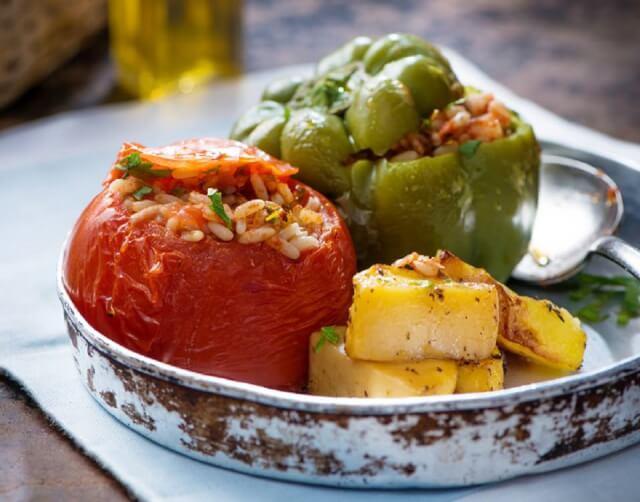 Γεμιστές τομάτες και πιπεριές