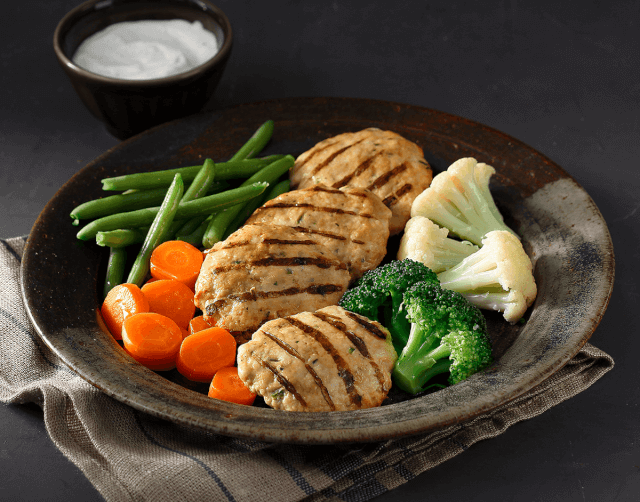 Μπιφτεκάκια κοτόπουλου με λαχανικά ατμού