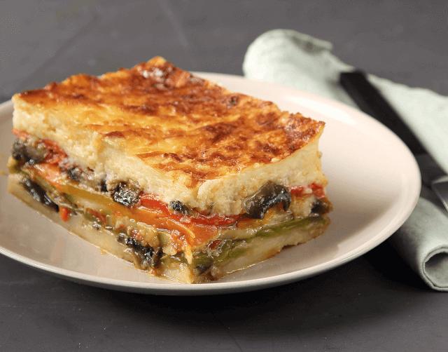 Vegetarian μουσακάς με ψητά λαχανικά και σάλτσα μανιταριών