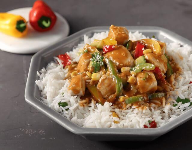 Γλυκόξινο κοτόπουλο με πιπεριές και ρύζι basmati